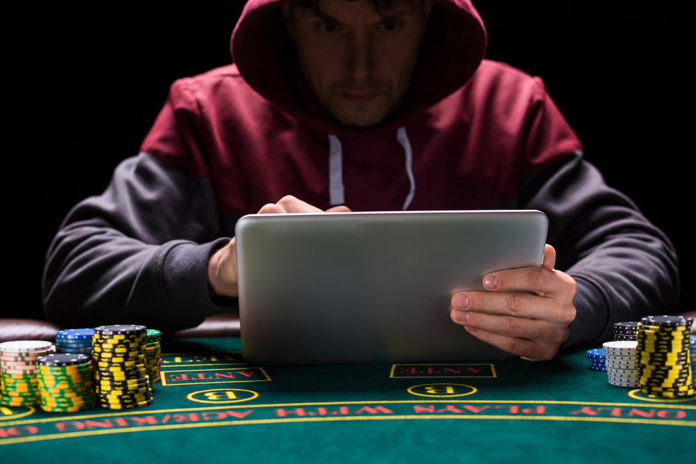 Learn online tournament poker for free with freerolls