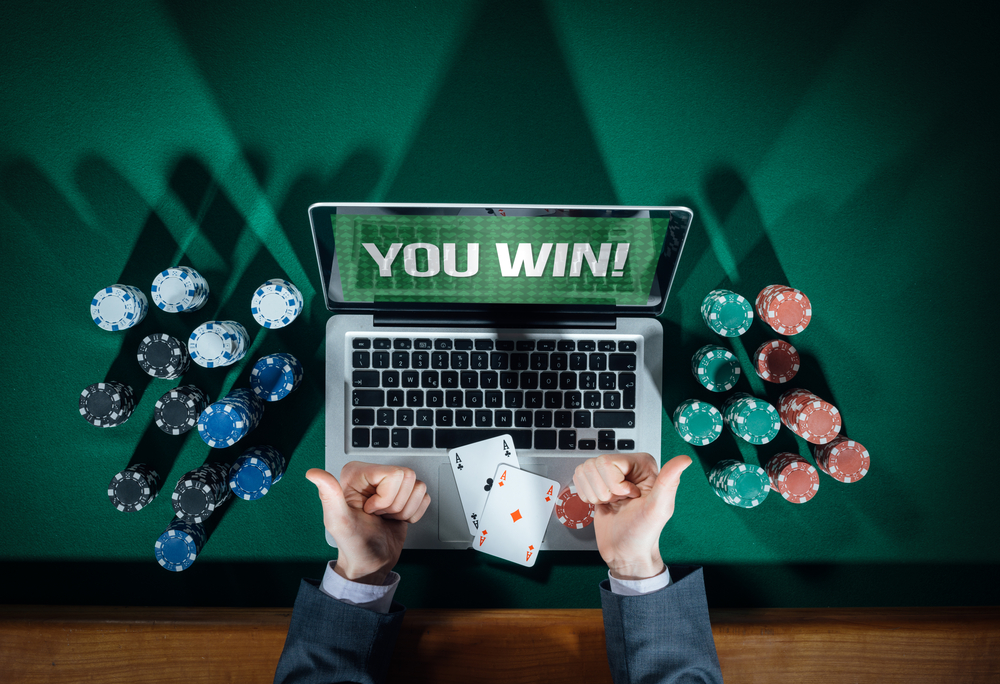 What is online poker mining and what are the benefits of using it on online casinos?